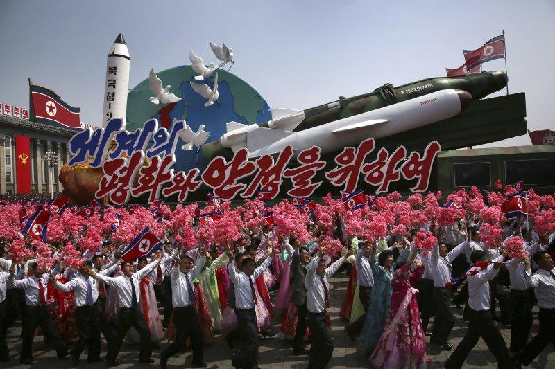 北韓15日慶祝創建者金日成105歲冥誕「太陽節」,在首都舉行大閱兵(AP)
