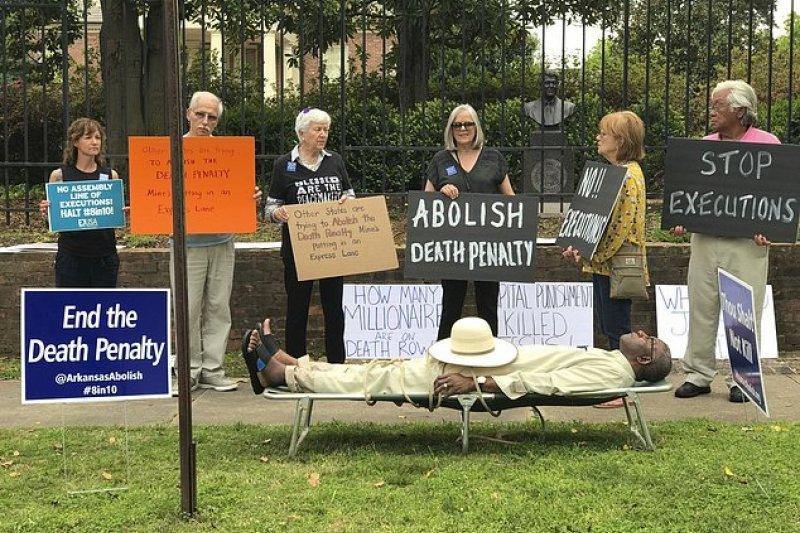 阿肯色州的抗議遊行。(AP)