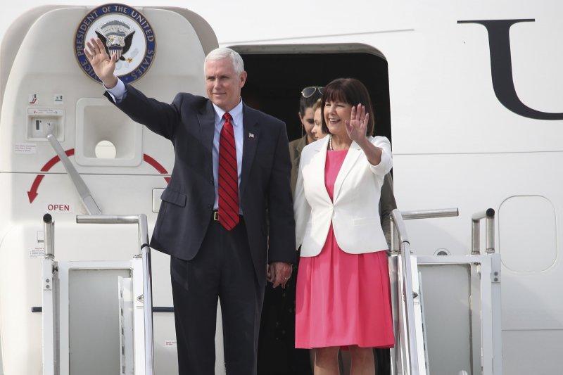 美國副總統彭斯與夫人16日飛抵南韓,將與南韓代總統黃教安商討如何因應北韓飛彈與核武危機。(美聯社)