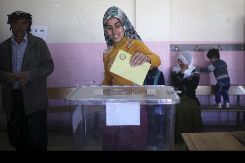 土耳其修憲公投在當地時間16日上午7時至下午5時舉行,全國設有16萬多個投開票所。(美聯社)