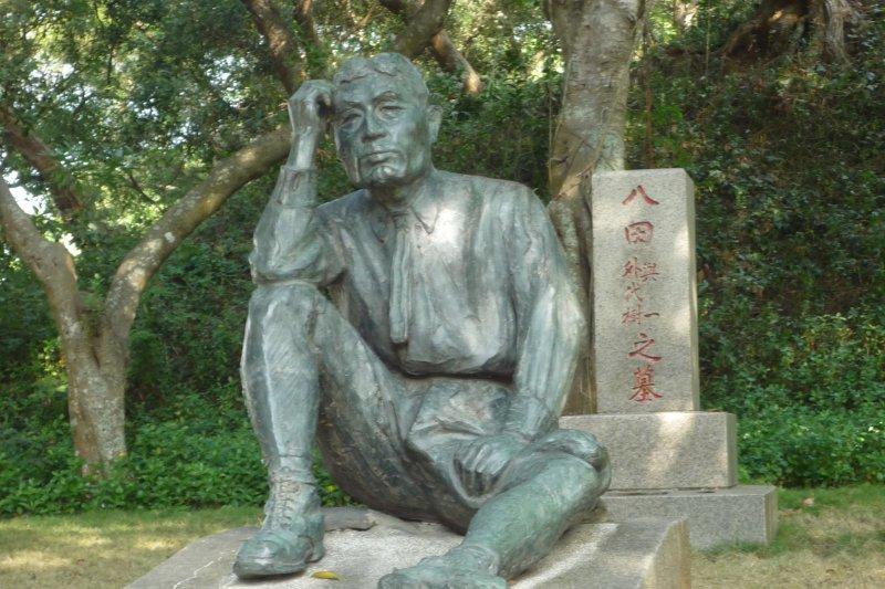 位於烏山頭水庫旁的八田與一雕像(ellery@Wikipedia / GFDL)