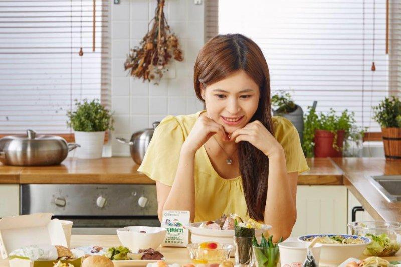 跟著Q老師吃飯進食五部曲,能輕鬆享受美食不發胖喔。(圖/翻攝自Q老師的營養教室@facebook)