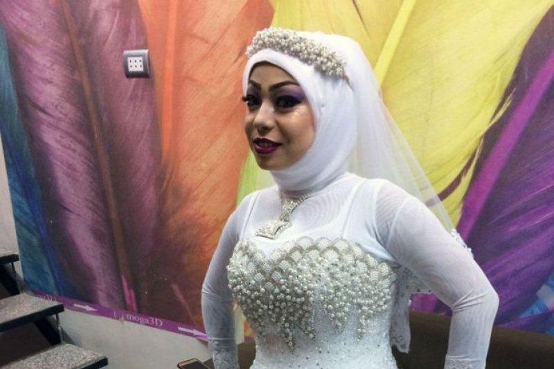 埃及的基督徒新娘薩利與穆斯林男子結婚(BBC中文網)