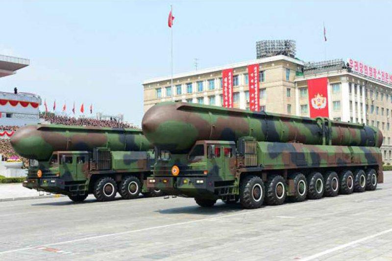 北韓2017年太陽節大閱兵,展出多款飛彈。(勞動新聞)