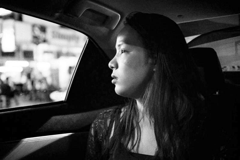 對昆淩來說,當一個平凡的女孩,一點都不簡單......(圖/Marie Claire美麗佳人提供)