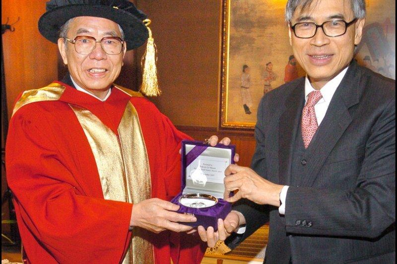 本土人類學者、中研院院士李亦園(左)病逝,享壽86歲。(取自蔣經國國際學術交流基金會網站)