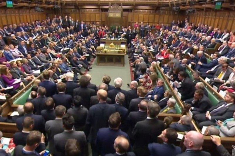 英國下議院批准首相6月8日提前大選決定。(BBC中文網)