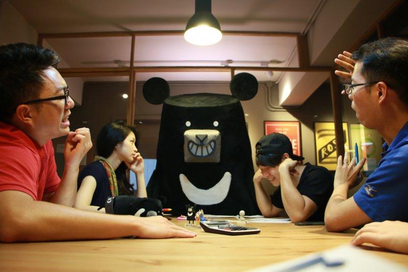 「台灣吧」背後的四人團隊,用年輕思維讓歷史變得有趣!(圖/平安文化提供)