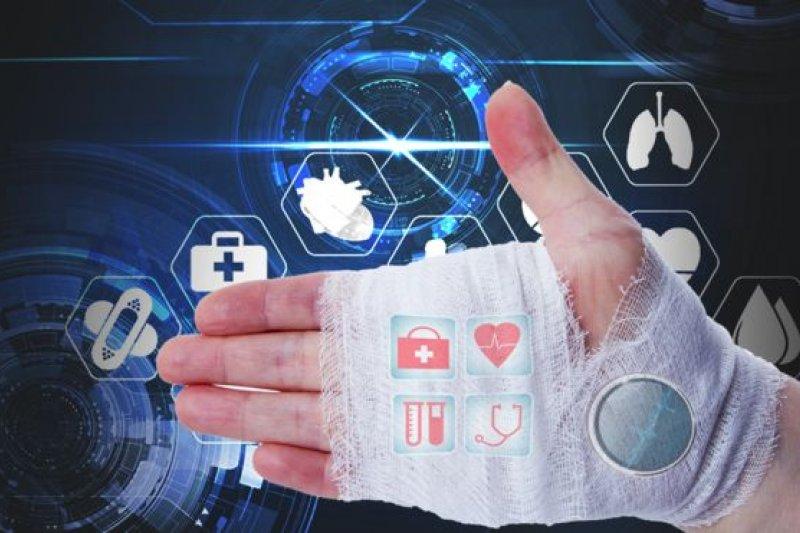 英國的科學家說,有望在12個月內測試使用5G信息技術,讓醫生直接「觀察」病人信息智能繃帶下的傷口情況。(BBC中文網)