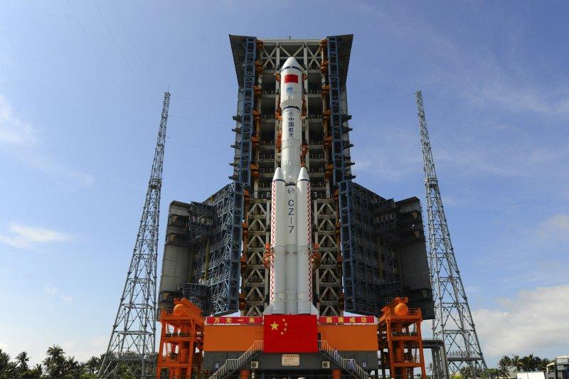 2017年4月20日,中國第一艘貨運太空船天舟一號成功發射(AP)