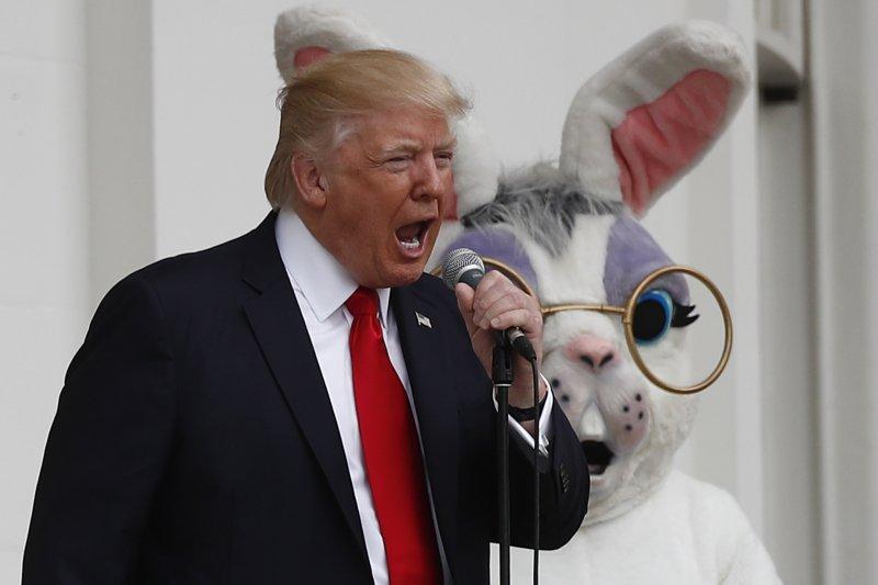美國總統川普與復活節兔(AP)