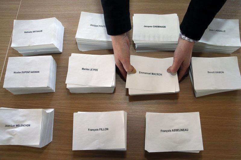 2017法國總統大選,選票都準備好囉。(美聯社)