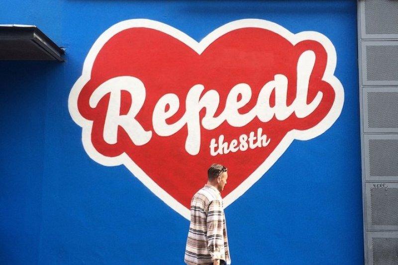 由愛爾蘭平民組成的「公民代表大會」(Citizens' Assembly)於22日,以50比39票通過決議,建議國會以「修訂」的方式更改目前關於墮胎的憲法第8修正案。(取自London-Irish Abortion Rights Campaign臉書)
