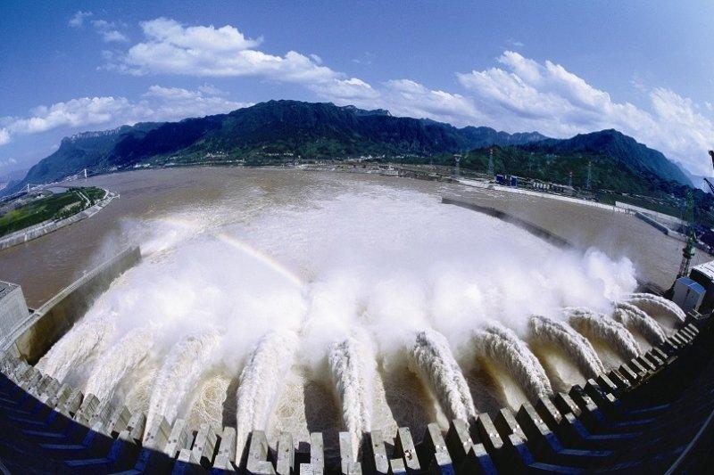 「一帶一路」的第一個專案,是在巴基斯坦建立大型水力發電站。(圖為三峽大壩/葛洲壩提供)