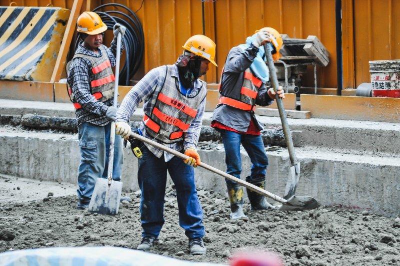 風數據過勞專題,營造業工人。(甘岱民攝)