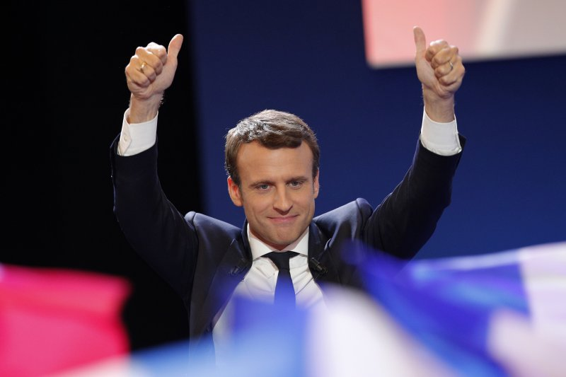 法國總統大選:中間派候選人馬克宏進入決選,外界看好他成為新總統(AP)