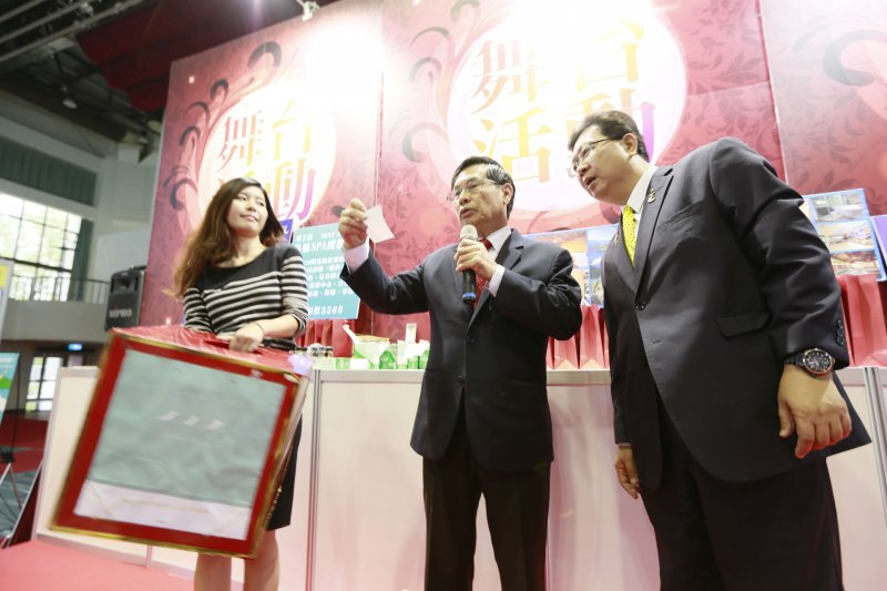 嘉義港坪國際旅展4月21日至24日登場,涂醒哲市長到場抽大獎。(圖/嘉義市政府提供)