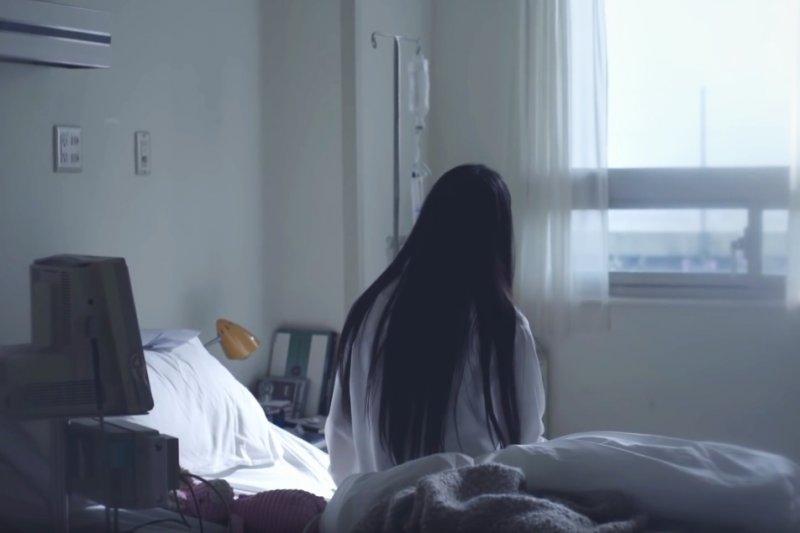繼2007年德國「柏林病人」宣稱成為全球首例獲得完全治癒的愛滋病患,而在今年又傳出第2、3例的幸運兒。醫師表示,這3名病人都接受骨髓移植,而能連帶治療愛滋病,則有如買樂透彩券。示意圖,與新聞個案無關。(取自Youtube)