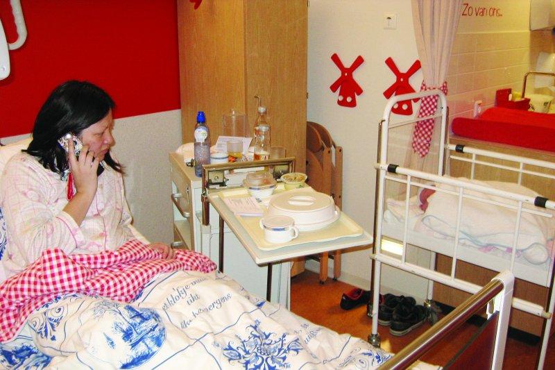 荷蘭醫院採取母嬰同室,護理人員隨傳隨到。(圖/聯合文學提供)
