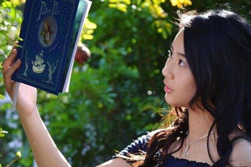 「很多人的爸爸媽媽講話都有口音,但是他們也聰明的念到了博士學位,在大學裡教書。所以我為什麼不能夠?」(圖/cassandra hsiao instagram,親子天下提供)