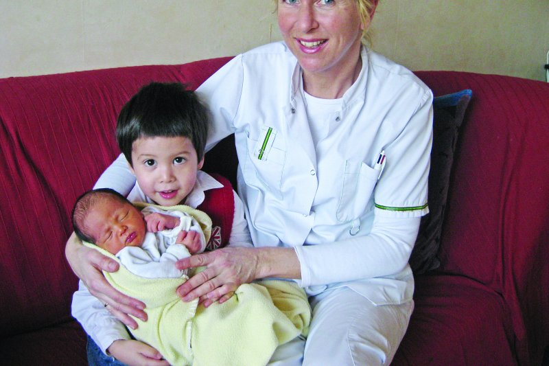 專業產後照料師只會照顧產婦和寶寶短短7天,一下子就過完了!(圖/聯合文學提供)