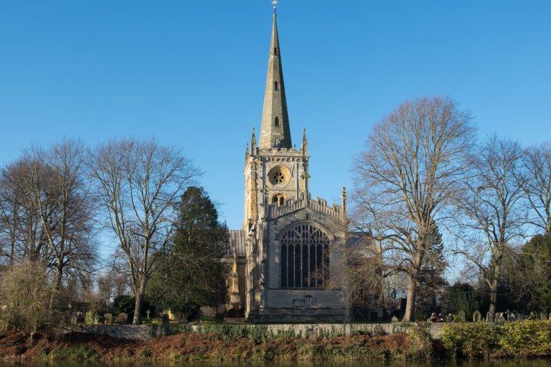 英國埃文河畔史特拉福的聖三一教堂(DeFacto@Wikipedia/CC BY-SA 4.0)