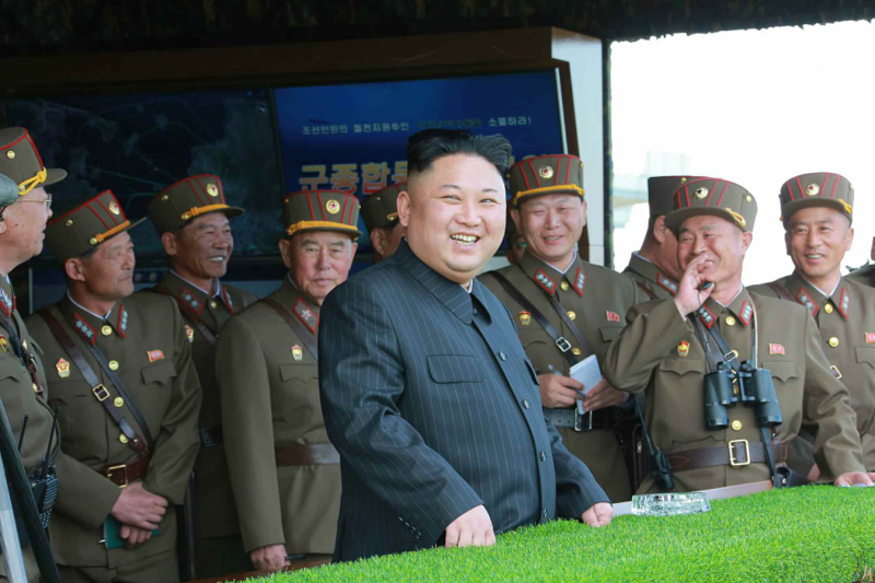 金正恩親自視察北韓史上最大規模火砲射擊。