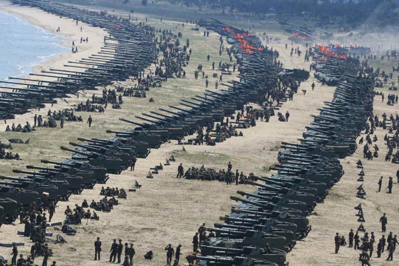 北韓25日舉行史上最大規模火砲射擊演練。