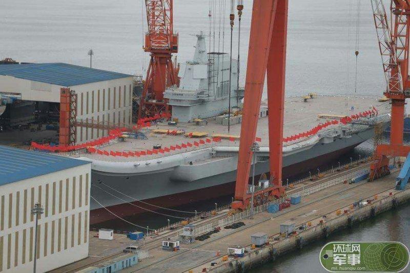中國首艘國產航空母艦26日在大連造船廠正式下水。