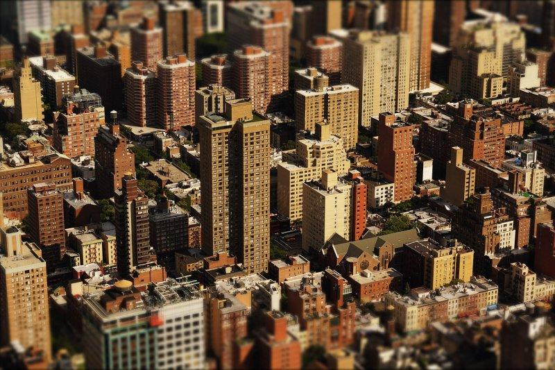 因應北台灣建案需求增加大舉徵才,只要對房地產銷售及廣告企劃有興趣者,就有機會成為房地產界的尖兵。(圖/Sebastian96@pixabay)