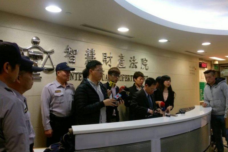 宣判後,行政庭庭長陳忠行說明判決結果。(來源:法操司想傳媒)