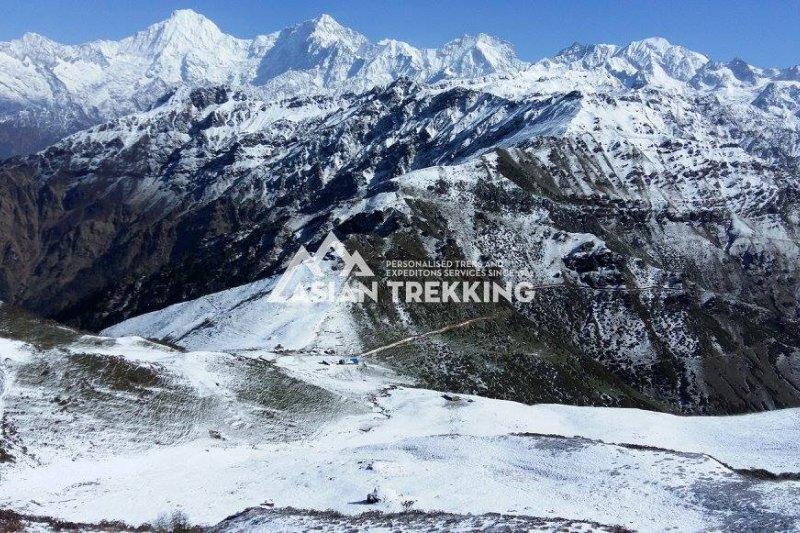 在尼泊爾山區失蹤、獲救的台灣健行客梁聖岳,這是搜索地區龐桑山口(Pangsang Pass)(Asian Trekking 臉書)