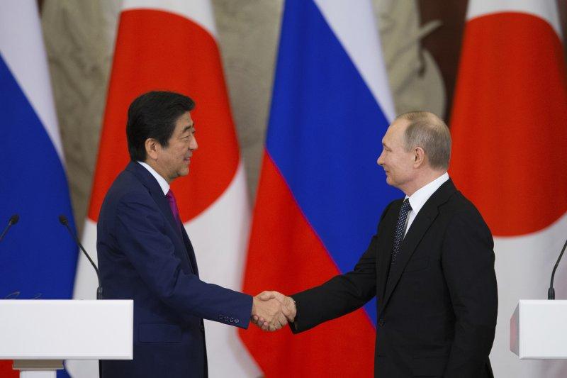 日本首相安倍晉安與俄羅斯總統普京。(美聯社)