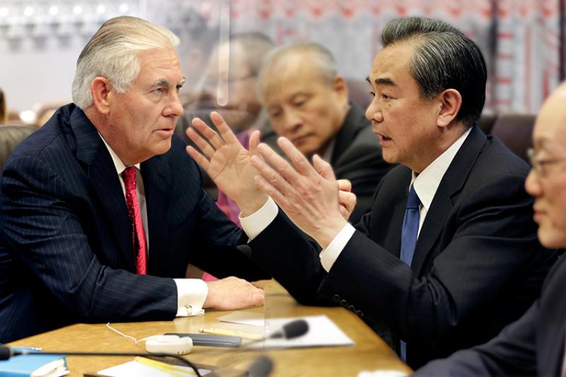 中國外交部長王毅與美國國務卿提勒森28日討論北韓問題。(美聯社,風傳媒合成)