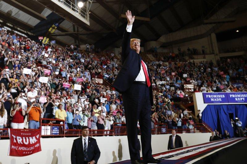 川普執政百日跑到賓州與支持者取暖(AP)