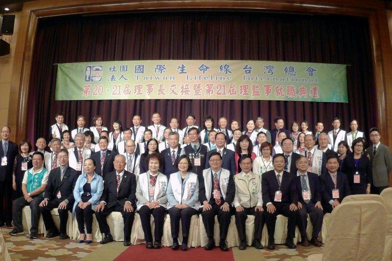 蔡總統與涂市長見證國際生命線台灣總會理事長交接暨理監事就職典禮。(圖/嘉義市政府提供)