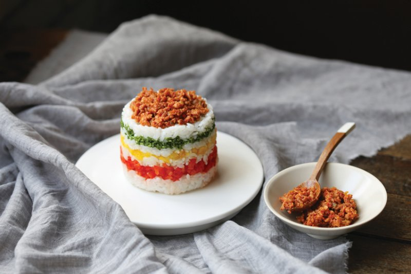 米蛋糕的一口飯糰不只好吃又吸睛。(圖/山岳出版)