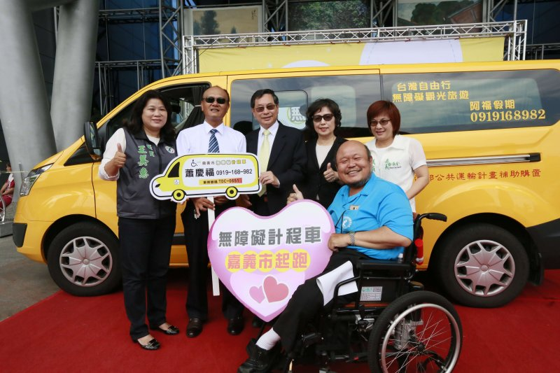 嘉義市無障礙計程車上路,多元乘車服務再升級。(圖/嘉義市政府提供)
