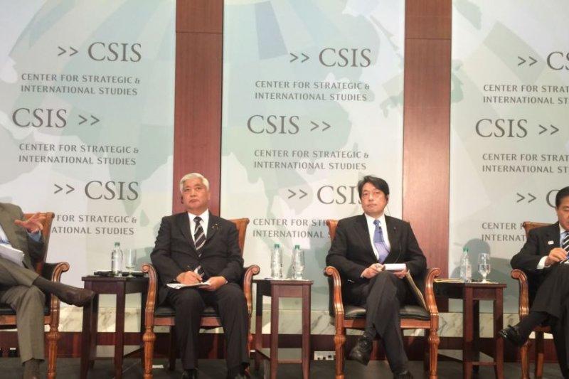 日本眾議員、前日本防衛大臣中谷元、前防衛大臣小野寺五典,以及前防衛副大臣長島昭久在CSIS就日本在川普時代的北韓政策發表演講。(美國之音)