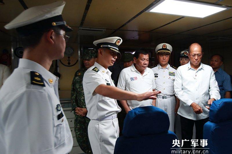 杜特蒂參觀中國海軍長春艦。