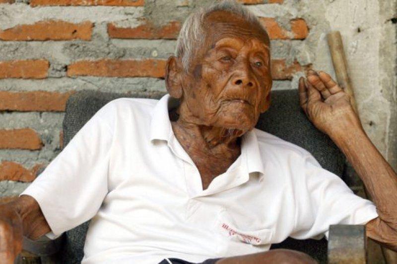印尼老人戈多說他在1870年出生。(BBC中文網)