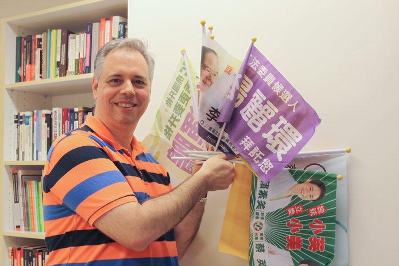 鮑彤是位長期研究台灣政治與選舉的「老外」學者,但一切的開端,竟是一場無心插柳的意外之旅。(圖/張語辰攝,研之有物提供)
