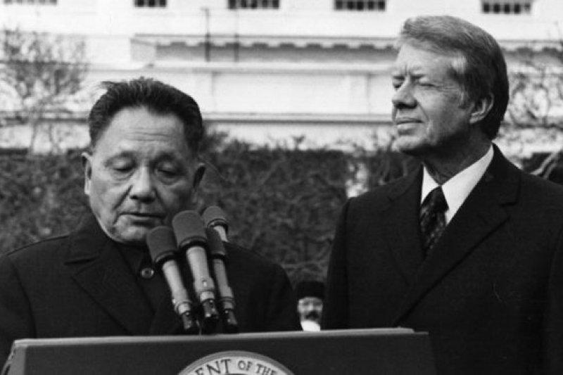中國領導人鄧小平1979年1月訪問美國受到卡特總統歡迎。(BBC中文網)