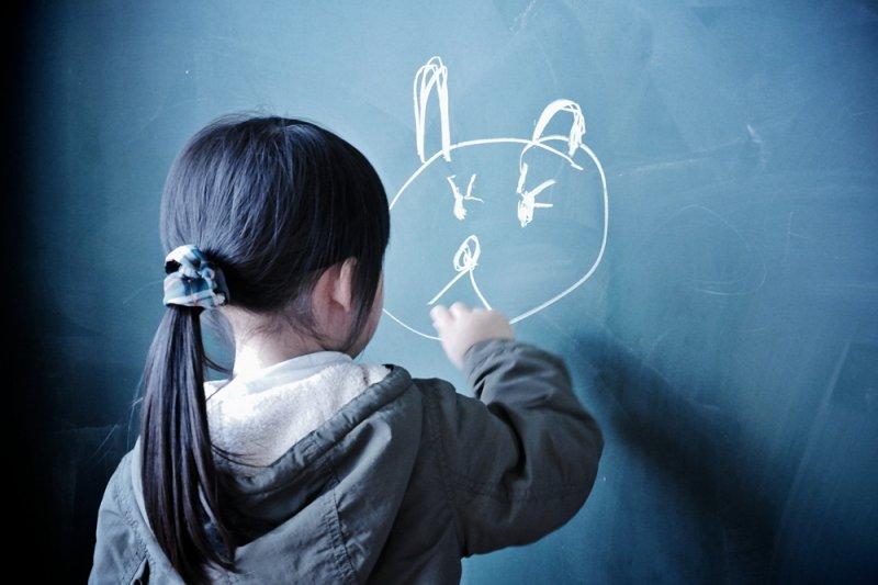 如果等到出了狀況才急著找孩子,一不小心就容易從「溝通」變成「審問」...(圖/MIKI Yoshihito@flickr)