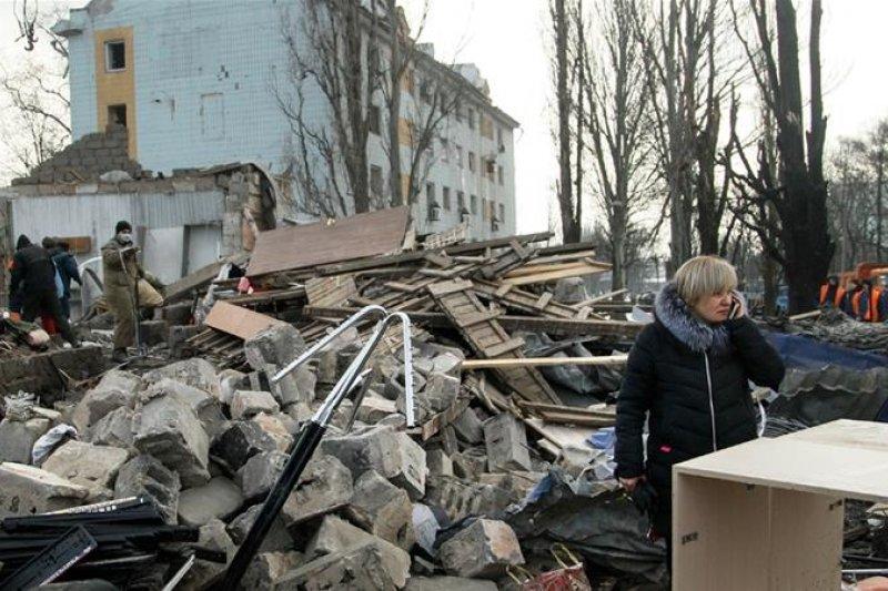 近年來,烏克蘭東部衝突不斷,許多民眾的房子被炸毀(美聯社)