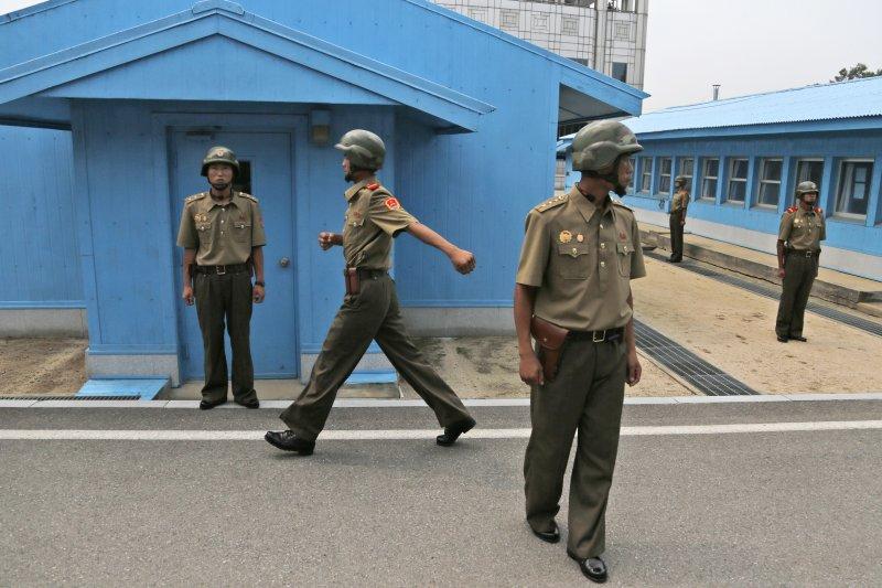 南北韓停戰區板門店的北韓士兵(AP)