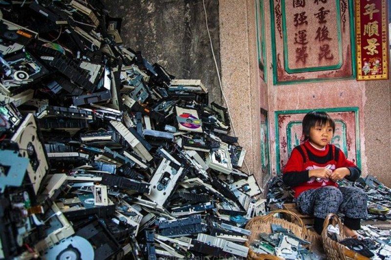 科技廢棄物一波一波湧進,也讓這麼小村莊居民的健康一天一天消失。(圖/遠見雜誌提供)