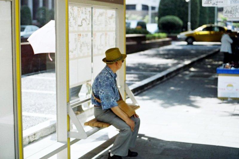 根據警方最新統計,65歲以上老人的失蹤人數接連創新高。其中,在2018年元月至2019年6月間,老人失蹤原因為離家出走者比例達到近35%。示意圖,非關新聞個案。(SungHsuan Wang@flickr)