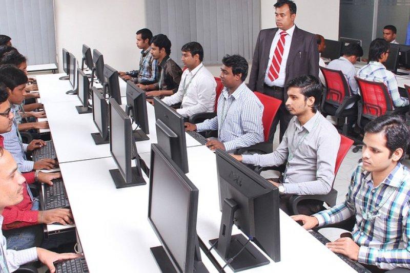 印度約有6.3%的人口擁有高等教育學歷。但文憑的數量與教育品質卻沒有直接的關係。(圖/selenajain@pixabay)
