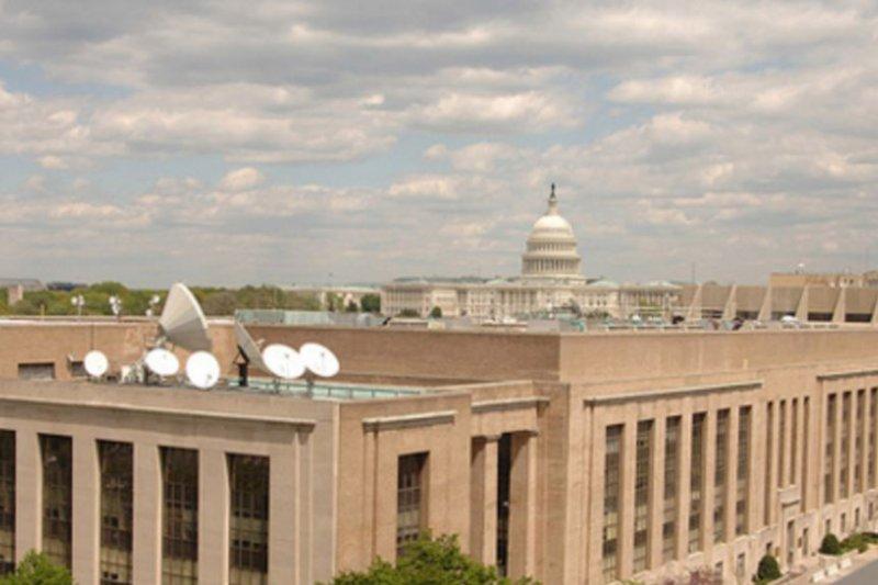 美國之音大樓,側後方是美國國會大廈。(美國之音)